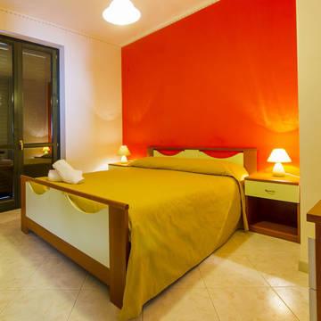 Voorbeeld slaapkamer appartement Appartementen Dolcestate