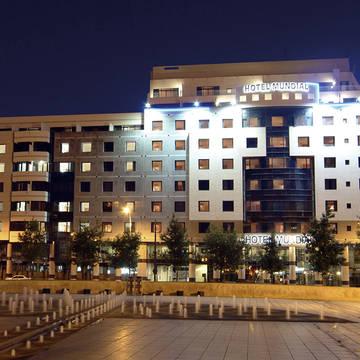 Voorzijde Hotel Mundial