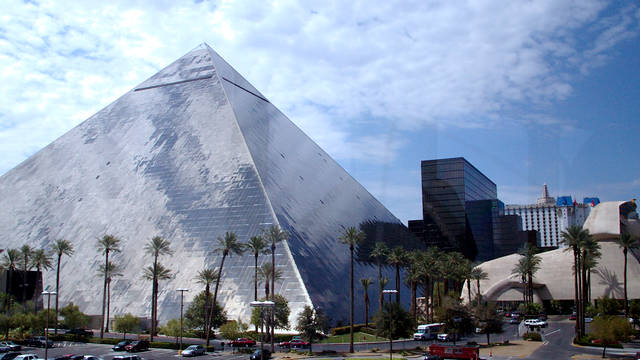 Aanzicht Luxor Hotel and Casino