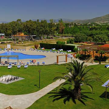 zwembad en tuin Hotel Mediterraneo & Mediterraneo Park