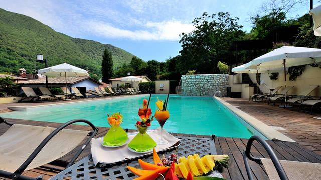 Zwembad Borgo Santa Lucia Appartementen Guesia Village