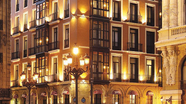 voorzijde Hotel Petit Palace Arana