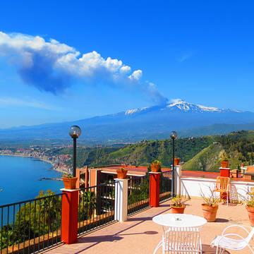 Dakterras met uitzicht op vulkaan Etna Hotel Elios