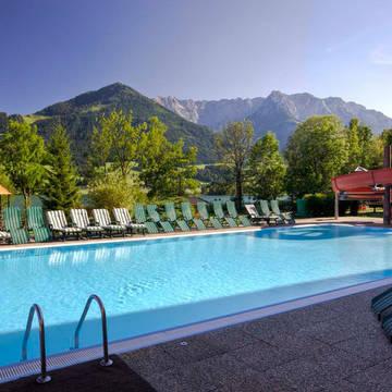 Buitenzwembad Ferienclub Bellevue