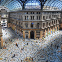 Galleria Umberto I op ca. 10 minuten wandelen
