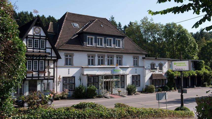 Vooraanzicht Hotel Wyndham Garden Gummersbach
