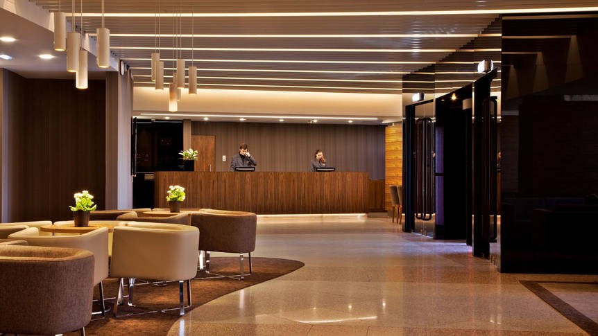 Receptie Hotel Ramada by Wyndham Lisbon