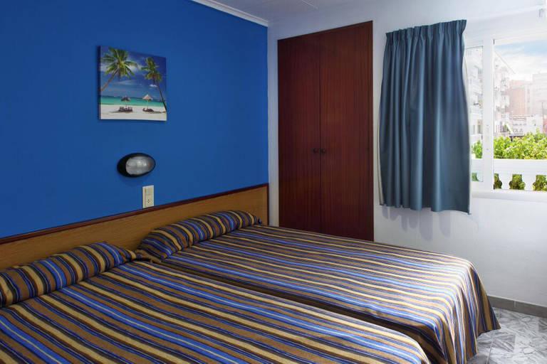 Slaapkamer Franse Vertaling : 3 sterren appartementen europa in blanes de jong intra vakanties