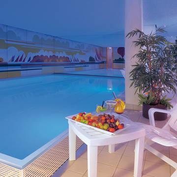 Overdekt zwembad Ringhotel Loew's Merkur