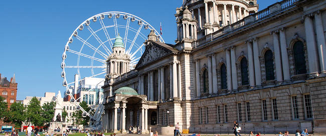 Belfast - City Hall met reuzenrad