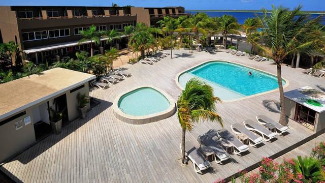 Zwembad Eden Beach Resort