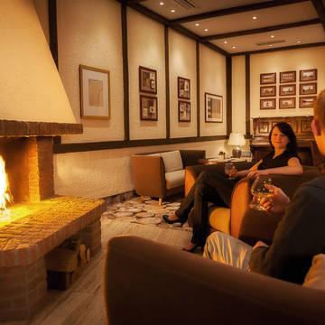 Bij de open haard Dorint Hotel & Sportresort Winterberg