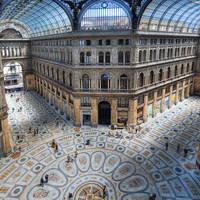 Galleria Umberto I op ca. 15 minuten wandelen