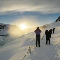 Gullfoss waterval met ondergaande zon