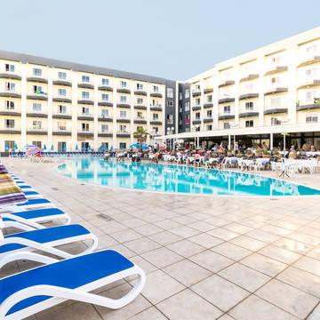 Zwembad en hotel Topaz Hotel
