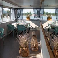 Marina Azzurra resort - clubhouse ferry