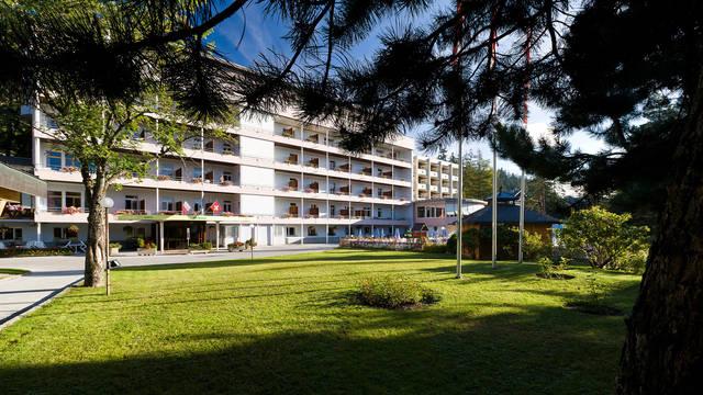 Buitenaanzicht Arenas Resort Valaisia