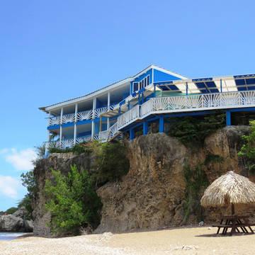 Het resort vanaf het strand Rancho el Sobrino