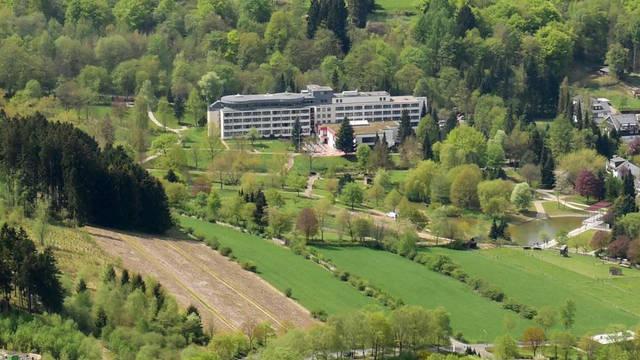 Voorzijde hotel Am Kurpark