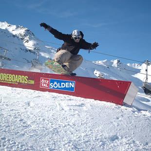 Snowboarder Solden