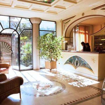 Receptie iH Hotel Milano Regency