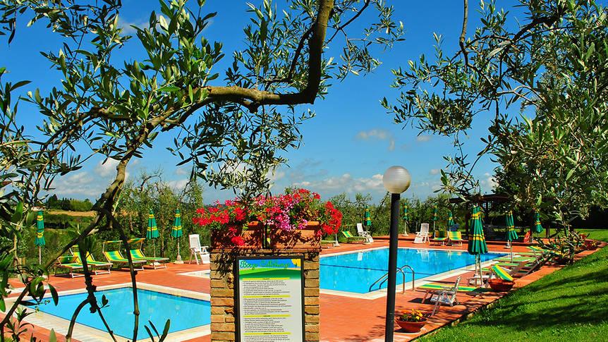 Zwembad met kinderbad Appartementen Borgo di Collelungo