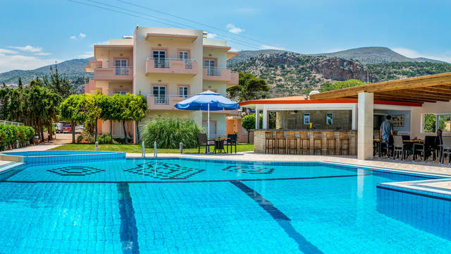 Zwembad Manolis Apartments