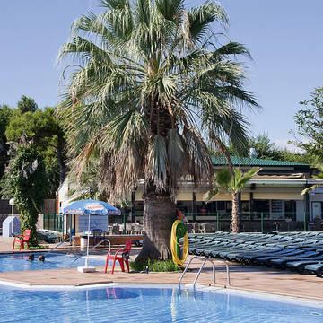 Zwembad-3 Appartementen Solmar