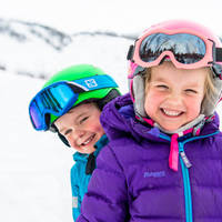 Kinderen in de sneeuw - Fotograaf: Sverre Hjørnevik