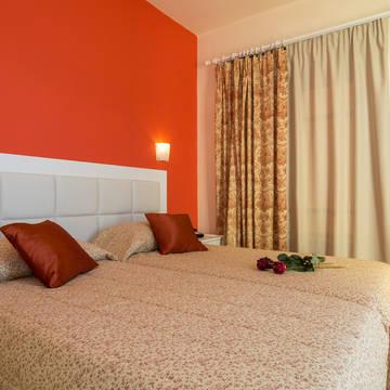 Manolis Apartments - Voorbeeldkamer Appartementen Manolis