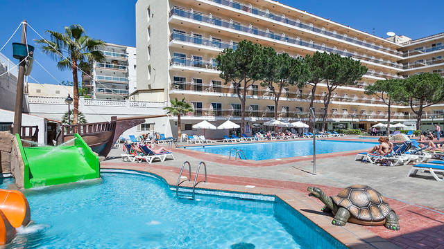 Zwembad Hotel Oasis Park