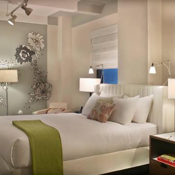 Kamer Queen Bed Hotel Stewart NYC