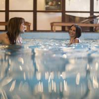 Zwembad met gasten