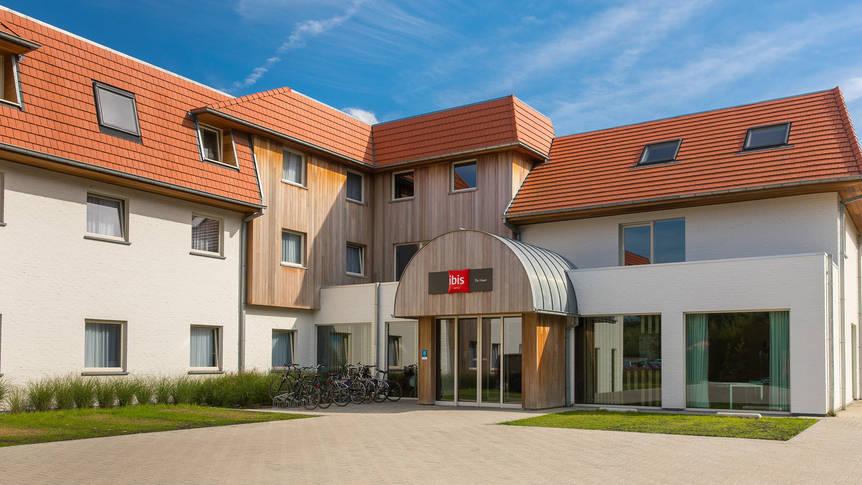 Buitenaanzicht Hotel Ibis De Haan