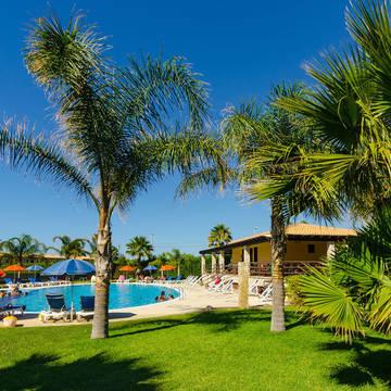 Tuin met zwembad Appartementen Hydria